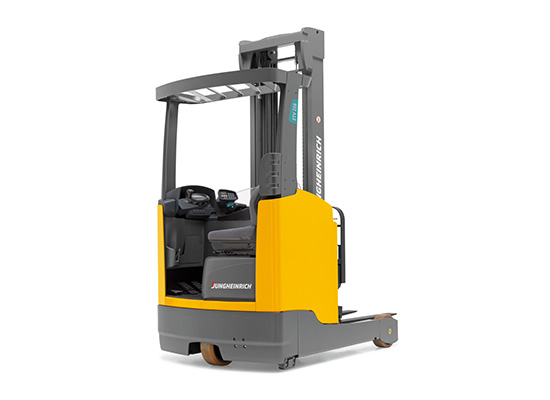 View of a ETV Series Moving Mast Reach Truck by Jungheinrich